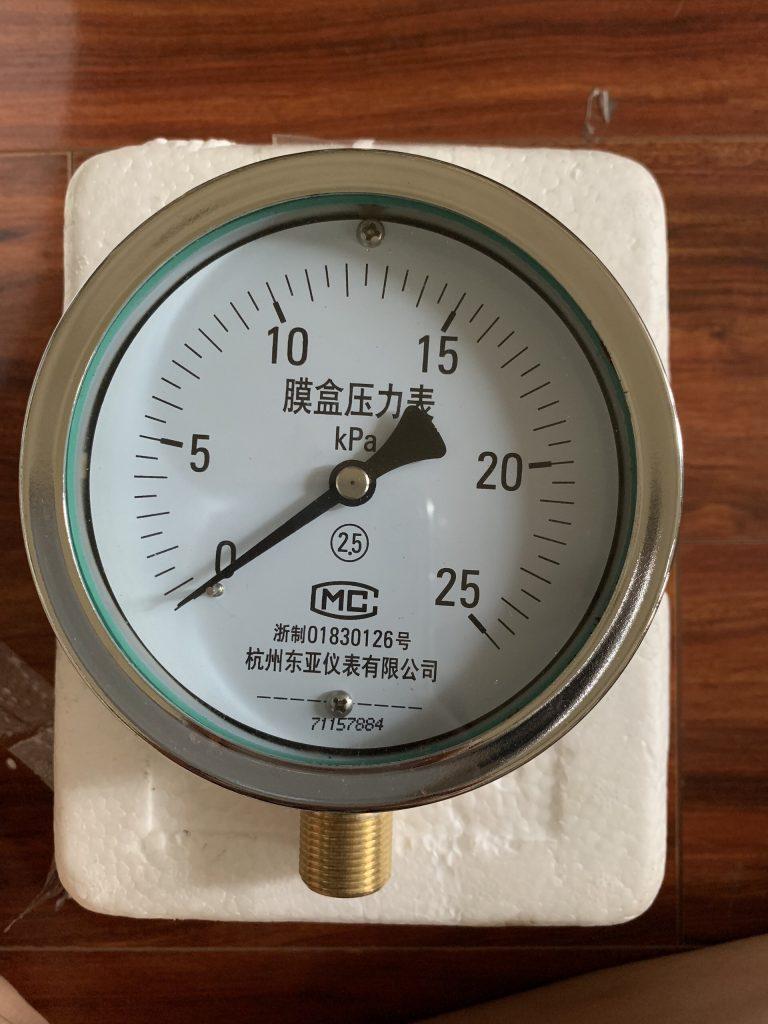 Đồng hồ đo áp suất thấp 25Kpa mặt 100mm, chân đồng ren