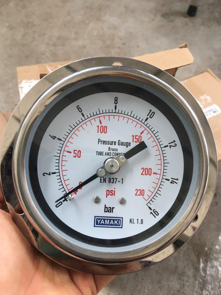 Đồng hồ áp suất yamaki chân sau có vành 16 bar, mặt 100mm