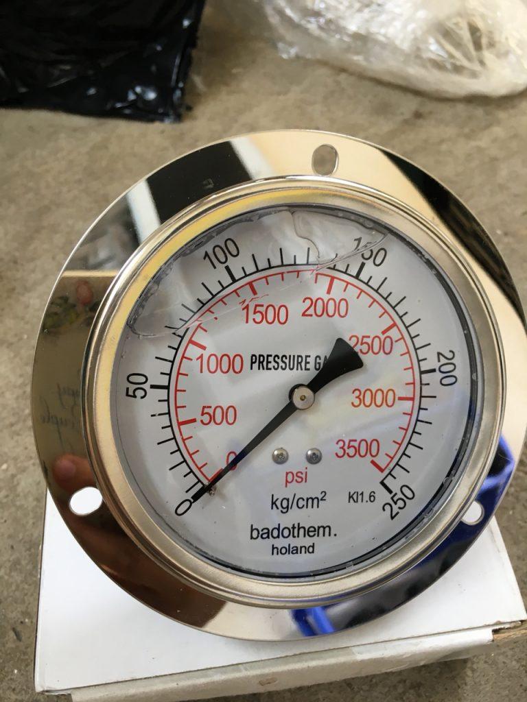 Đồng hồ đo áp suất chân sau 250kg/cm2, mặt kính 100mm