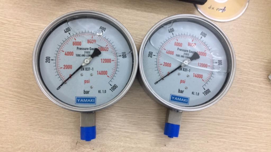 Đồng hồ áp suất có dầu Yamaki mặt 150mm, 0-1000 bar (1400PSI)