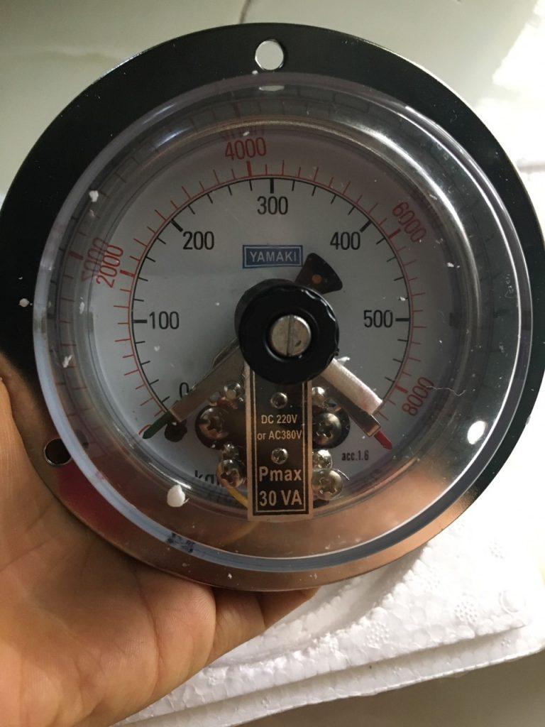 Đồng hồ áp suất 3 kim yamaki chân sau. mặt 100mm, 0-600kg/cm2