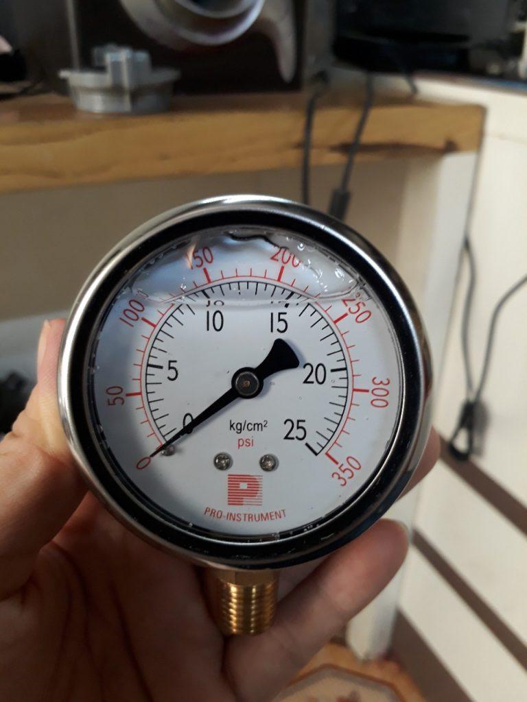 Đồng hồ áp suất có dầu 0-25kg/cm2, mặt kính 63mm, chân ren 1/4''
