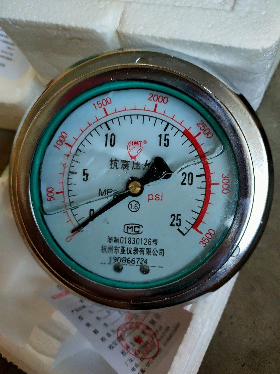 Đồng hồ đo áp suất dầu 25MPA chân sau, có dầu